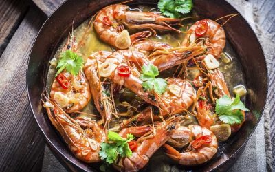 Fried king prawns with garlic and coriander